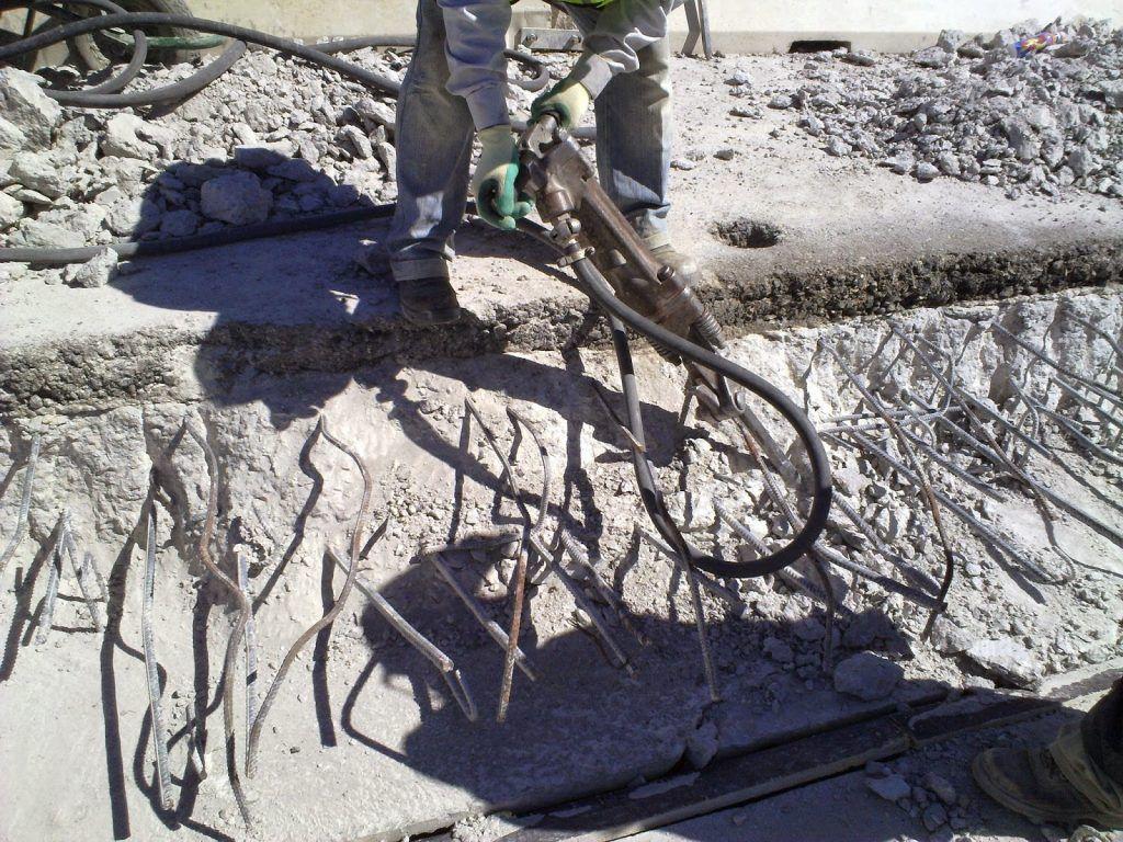 estructura dañada martillo percutor