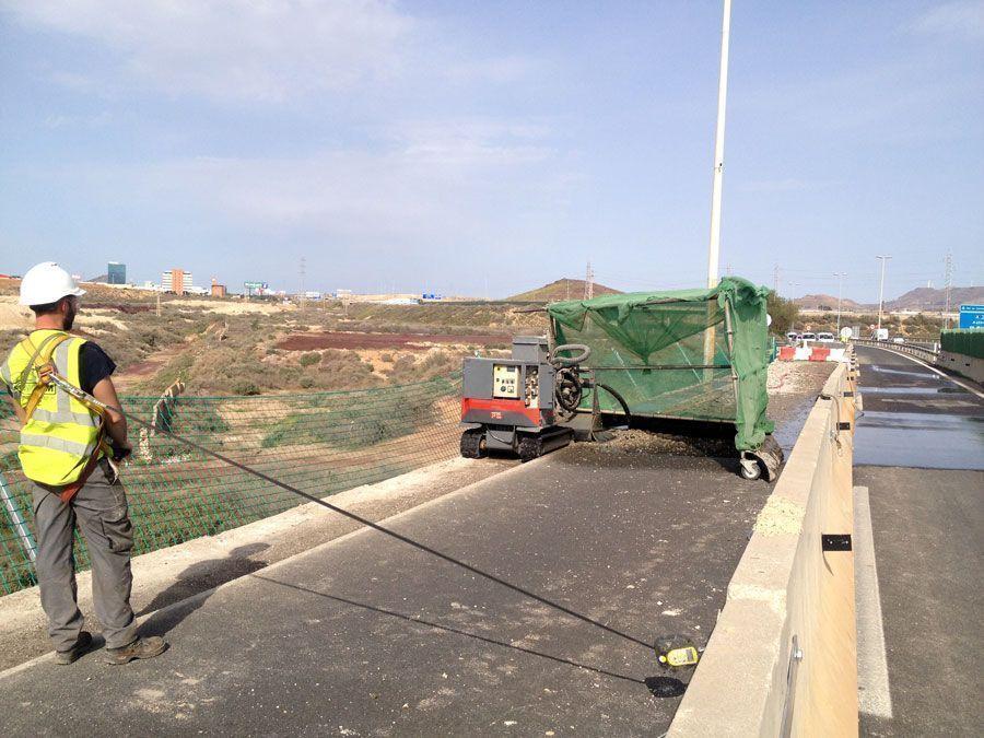 pretil, Hidrodemolición en el nuevo pretil del Viaducto del Hondón