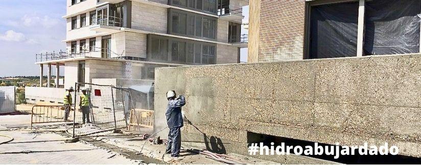 hidroabujardado de muro de hormigón